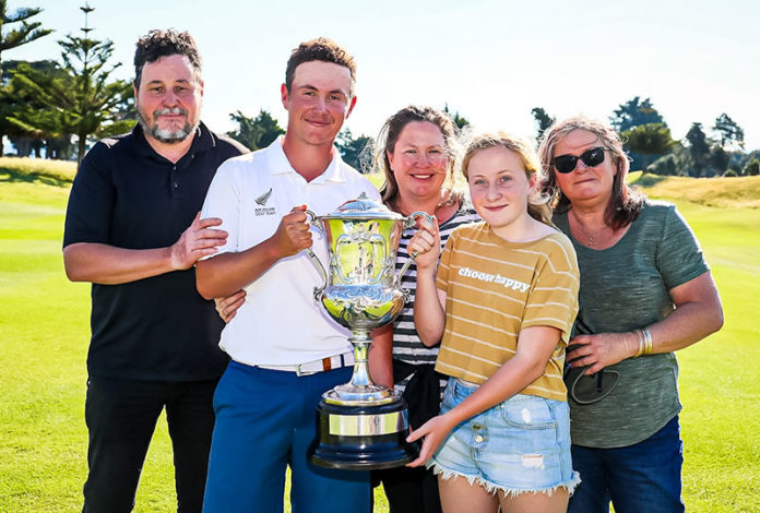 James Hydes (2nd from left) holding thr trophy with his family after winning the NZ Amateur Title. (NZ Golf)