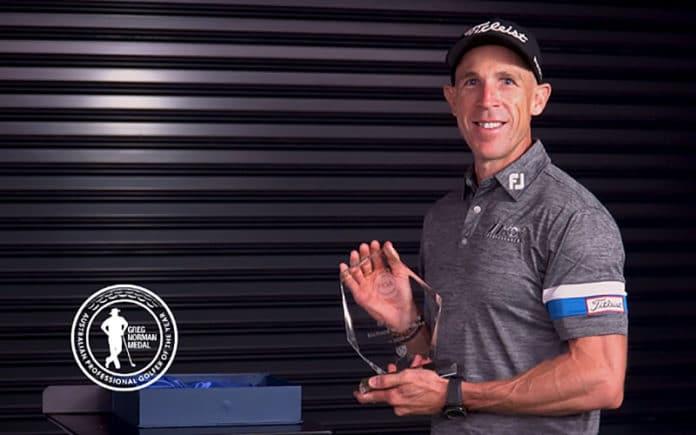 Richard Woodhouse receives his award. (PGA of Australia)