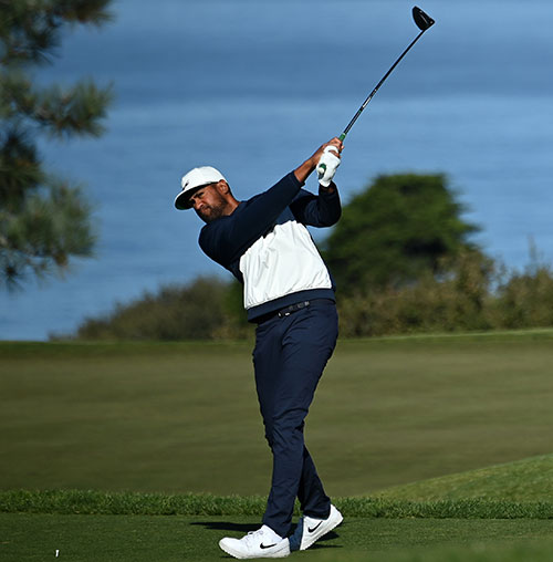 Tony Finau hits his tee shot on the 2nd hole during round three of the Farmers Insurance Open at Torrey Pines South in San Diego, California. (Photo by Donald Miralle/Getty Images)
