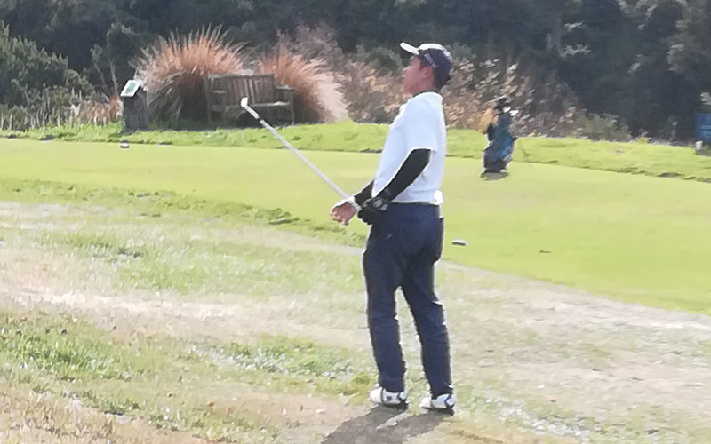 South Island Age Groups: Stephen Liu chips on the 10th after missing the green